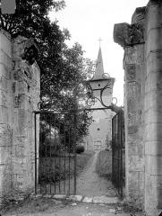 Eglise - Restes de l'ancien portail d'entrée, à l'ouest de l'église