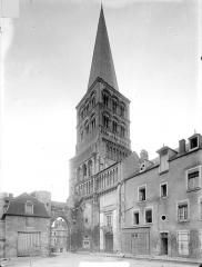 Eglise priorale Sainte-Croix - Façade sud : clocher, côté sud-est