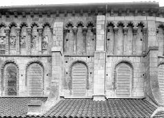 Eglise priorale Sainte-Croix - Abside, côté sud : arcatures de la galerie haute