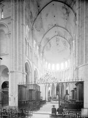 Eglise priorale Sainte-Croix - Vue intérieure de la croisée et du choeur