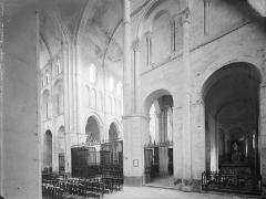 Eglise priorale Sainte-Croix - Vue intérieure du transept, vers le nord-est