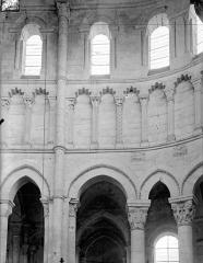 Eglise priorale Sainte-Croix - Vue intérieure du choeur, côté nord : partie haute