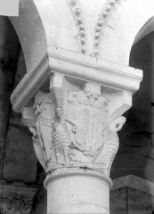 Eglise priorale Sainte-Croix - Chapiteau du choeur