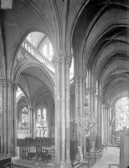 Eglise Saint-Martin (ancienne collégiale) - Vue intérieure du bas-côté sud et du choeur