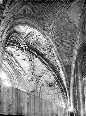 Ancienne église de Saint-Etienne-le-Vieux, actuellement magasin communal - Voûte du bas-côté
