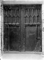 Ancienne église Notre-Dame-de-Froide-Rue ou église Saint-Sauveur - Porte d'entrée principale à vantaux en bois