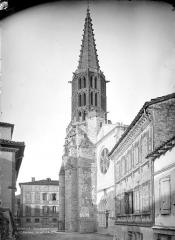 Eglise Notre-Dame de l'Assomption - Façade ouest et clocher, en perspective