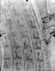 Cathédrale Saint-Pierre - Portail sud de la façade ouest : Voussures, côté droit