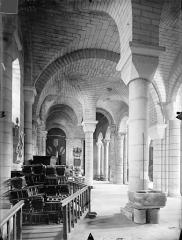 Eglise Saint-Hilaire - Vue intérieure du bas-côté sud, vers l'ouest