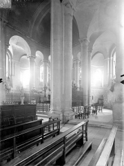 Eglise Saint-Hilaire - Vue intérieure du transept sud, du déambulatoire et du choeur, vers le nord-est