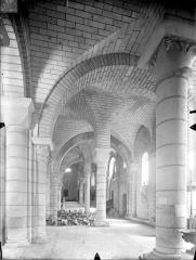 Eglise Saint-Hilaire - Vue intérieure du bas-côté sud, vers l'est