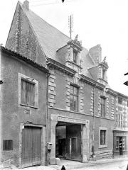 Ancien Hôtel de Jean Du Moulin de Rochefort, actuellement siège de la DRAC (direction régionale des affaires culturelles) de Poitou-Charentes - Façade sur rue