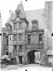 Ancien Hôtel de Jean Du Moulin de Rochefort, actuellement siège de la DRAC (direction régionale des affaires culturelles) de Poitou-Charentes - Revers de la façade sur rue