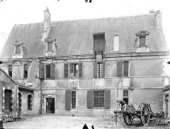 Ancien Hôtel de Jean Du Moulin de Rochefort, actuellement siège de la DRAC (direction régionale des affaires culturelles) de Poitou-Charentes - Façade sur cour
