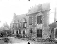 Ancien Hôtel de Jean Du Moulin de Rochefort, actuellement siège de la DRAC (direction régionale des affaires culturelles) de Poitou-Charentes - Façade sur jardin