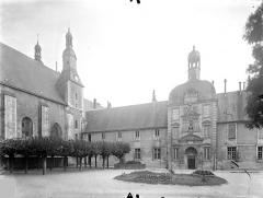 Collège de Poitiers  , actuellement lycée Henri IV - Cour : Façade nord du bâtiment Henri IV et chapelle