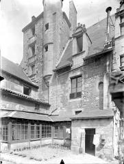 Ancien doyenné Saint-Hilaire - Cour intérieure : Donjon