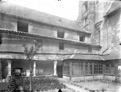 Ancien doyenné Saint-Hilaire - Cour intérieure : Cloître