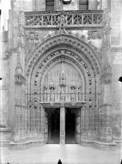 Eglise Sainte-Radegonde - Portail de la façade ouest