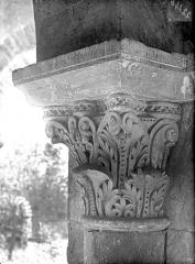 Eglise Notre-Dame du Pré (ruines) - Chapiteau