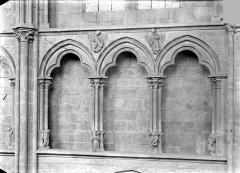 Cathédrale Saint-Cyr et Sainte-Julitte - Vue intérieure de la nef, côté nord : Arcatures du triforium