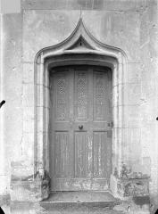 Eglise Saint-André - Porte extérieure de la sacrsitie : Vantail en bois sculpté
