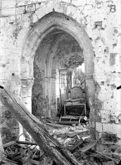 Eglise - Vue intérieure du choeur et arc triomphal