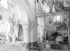 Eglise - Vue intérieure du bas-côté nord et de la nef, vers l'entrée
