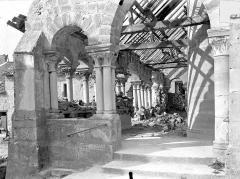 Eglise Saint-Sauveur - Vue intérieure du porche, vers le nord