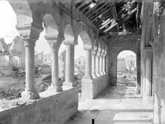 Eglise - Vue intérieure du porche, vers le nord