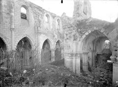 Eglise - Vue intérieure du bas-côté nord et de la nef, vers le sud-ouest