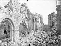 Eglise (ruines de l') - Vue intérieure de la nef vers le nord-est