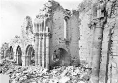 Eglise (ruines de l') - Vue intérieure de la nef vers le nord-ouest