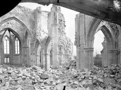 Eglise - Vue intérieure du choeur et de la nef, vers le sud-est