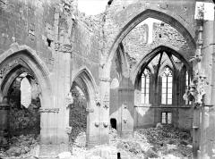 Eglise - Vue intérieure de la nef et du choeur, vers le nord-est