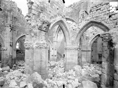 Eglise - Vue intérieure du bas-côté sud et de la nef, vers le nord-est