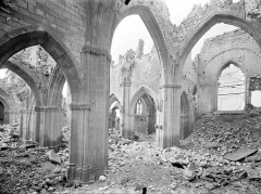 Eglise - Vue intérieure du bas-côté sud, de la nef et du transept, vers le nord-ouest