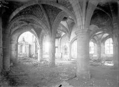 Eglise - Vue intérieure du bas-côté nord et de la nef, vers le sud-est