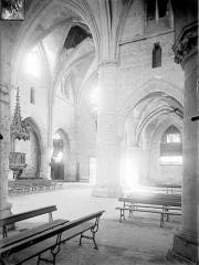 Ancienne abbaye cistercienne - Eglise : vue intérieure du bas-côté nord et de la nef, vers le sud-ouest