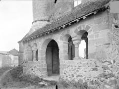 Eglise - Porche de la façade ouest