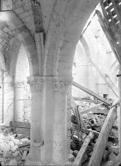 Eglise - Vue intérieure de la nef et du bas-côté sud