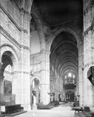Cathédrale Saint-Lazare - Vue intérieure de la nef vers le nord-est
