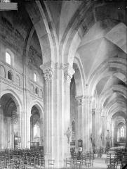 Cathédrale Saint-Lazare - Vue intérieure du bas-côté sud et de la nef, vers le nord-est