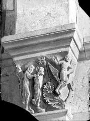 Cathédrale Saint-Lazare - Chapiteau de la nef côté sud, 3ème pile, face ouest : L'Ascension de Simon le magicien