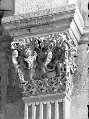 Cathédrale Saint-Lazare - Chapiteau du bas-côté nord, 3ème pile, face ouest : La Guérison de l'aveugle de Jéricho