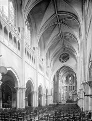 Cathédrale Saint-Vincent - Vue intérieure de la nef vers le nord-est