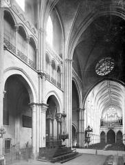 Cathédrale Saint-Vincent - Vue intérieure du choeur et de la nef, vers le sud-ouest