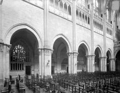 Cathédrale Saint-Vincent - Vue intérieure de la nef, côté sud : Grandes arcades