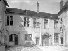 Cloître capitulaire de Saint-Vincent - Façade extérieure : Entrée sur la place
