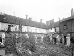 Cloître capitulaire de Saint-Vincent - Cour intérieure : Galeries sud et est